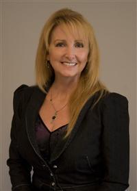 Send a message to Elizabeth Simms, Associate Broker